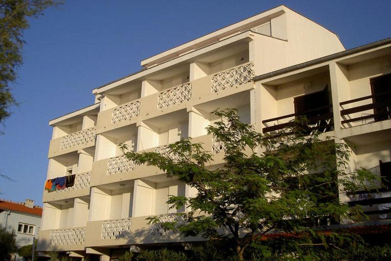 Rooms and apartments Galeb II - Pag